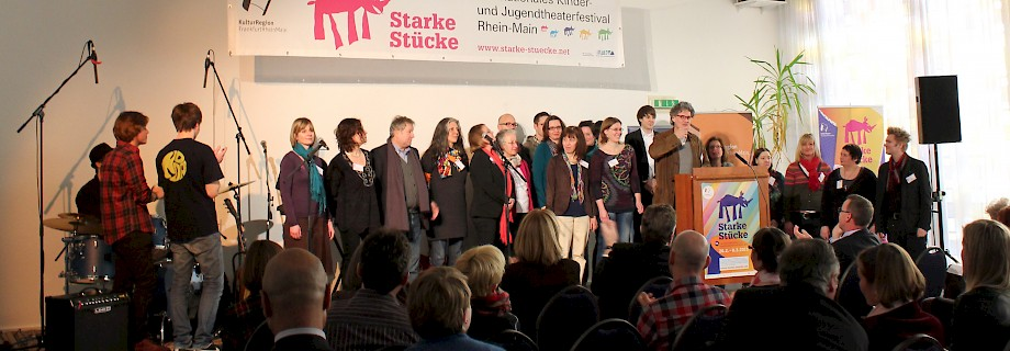 "Team of ""Starke Stücke"" during the opening ceremony 2013 in Theater Moller Haus Darmstadt, photo: Fiona Louis"